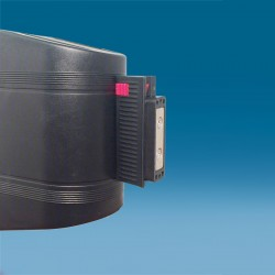 Magnetna kaseta z izvlečnim trakom